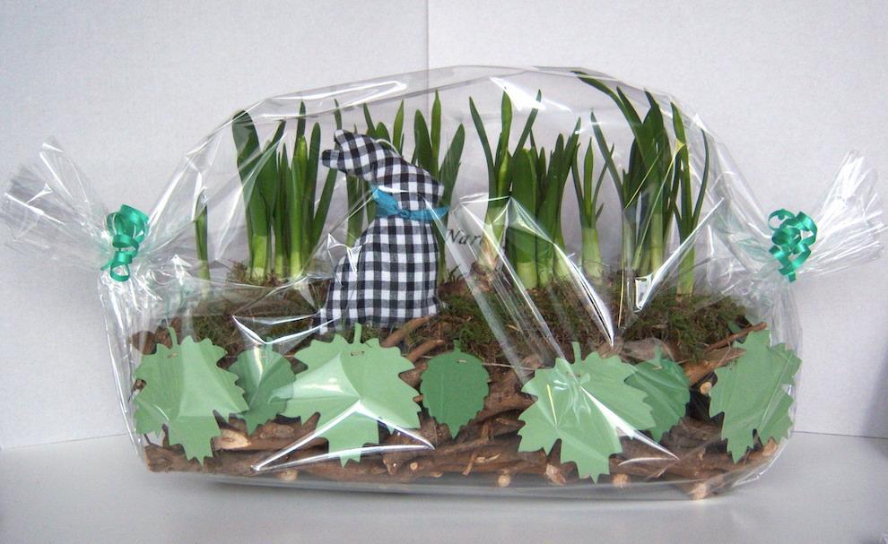 Geschenk Stoffhase und Blättergirlande 1