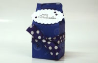 Weihnachtsverpackung kleiner Milchkarton lila