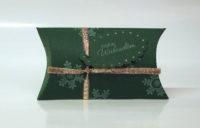 Weihnachtsverpackung Kissenverpackung gruen gold