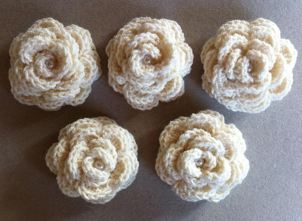 Gestricktes - Gehaekelte Rosen mit Perlen