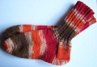 Gestrickte Socken orange
