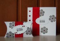 Karte und Verpackung zum Valentinstag Kuss