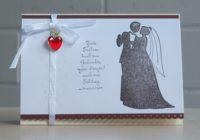 Karte zur Hochzeit Brautpaar Herzanhaenger