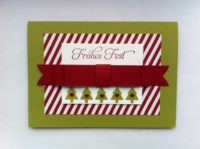 Weihnachtskarte Schleife und Tannenbaeume